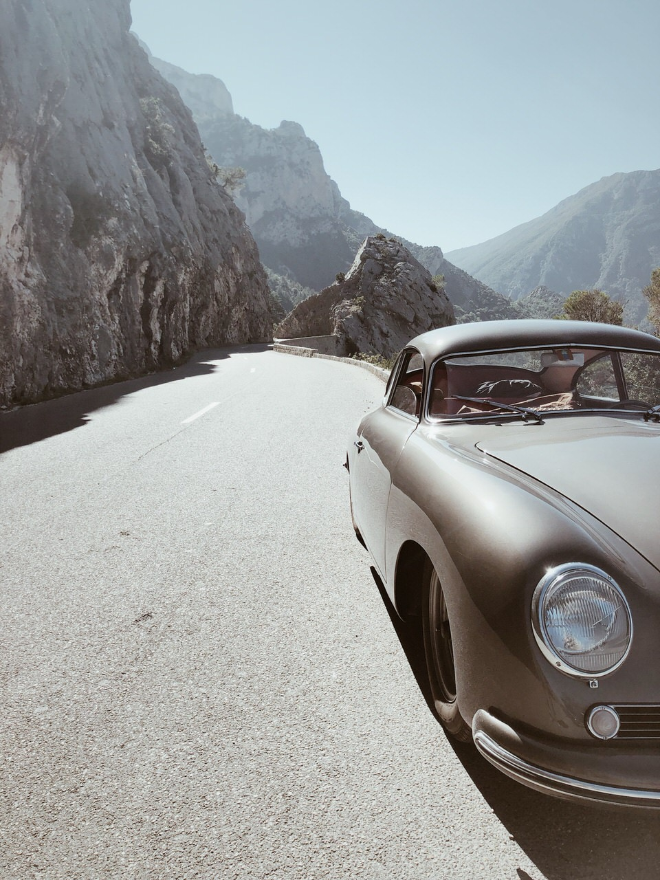 Route des Grandes Alpes with a 64 year old Porsche 356